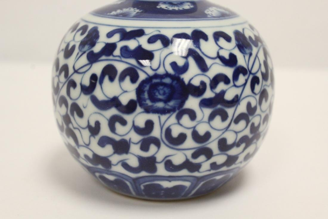 A fine Chinese blue and white small porcelain jar - 6