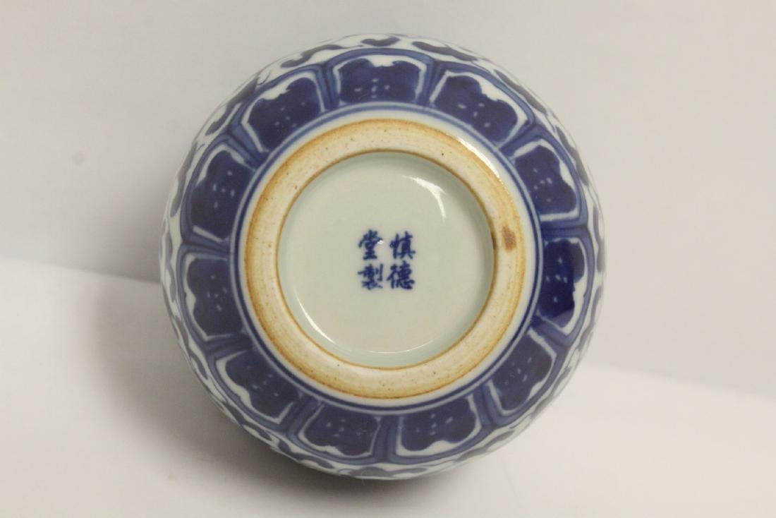 A fine Chinese blue and white small porcelain jar - 7
