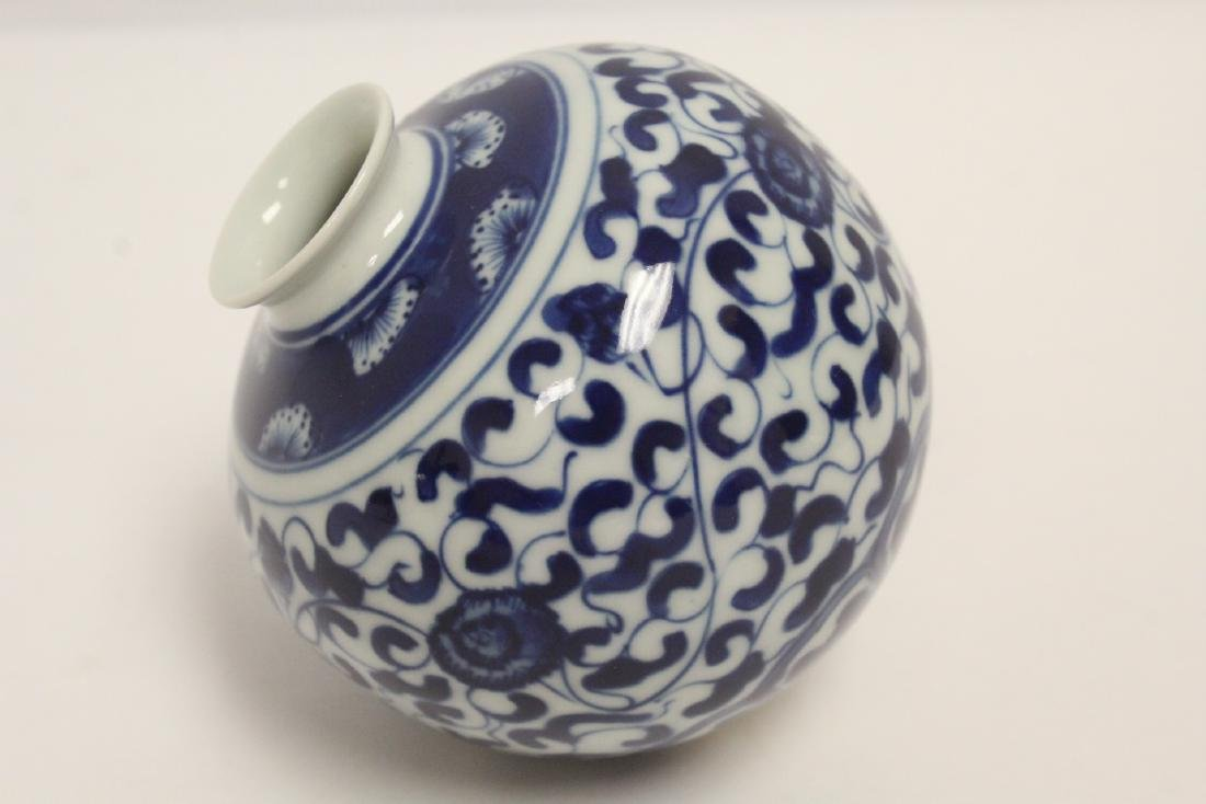 A fine Chinese blue and white small porcelain jar - 9