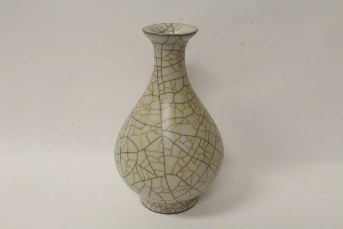 Chinese porcelain crackle ware vase