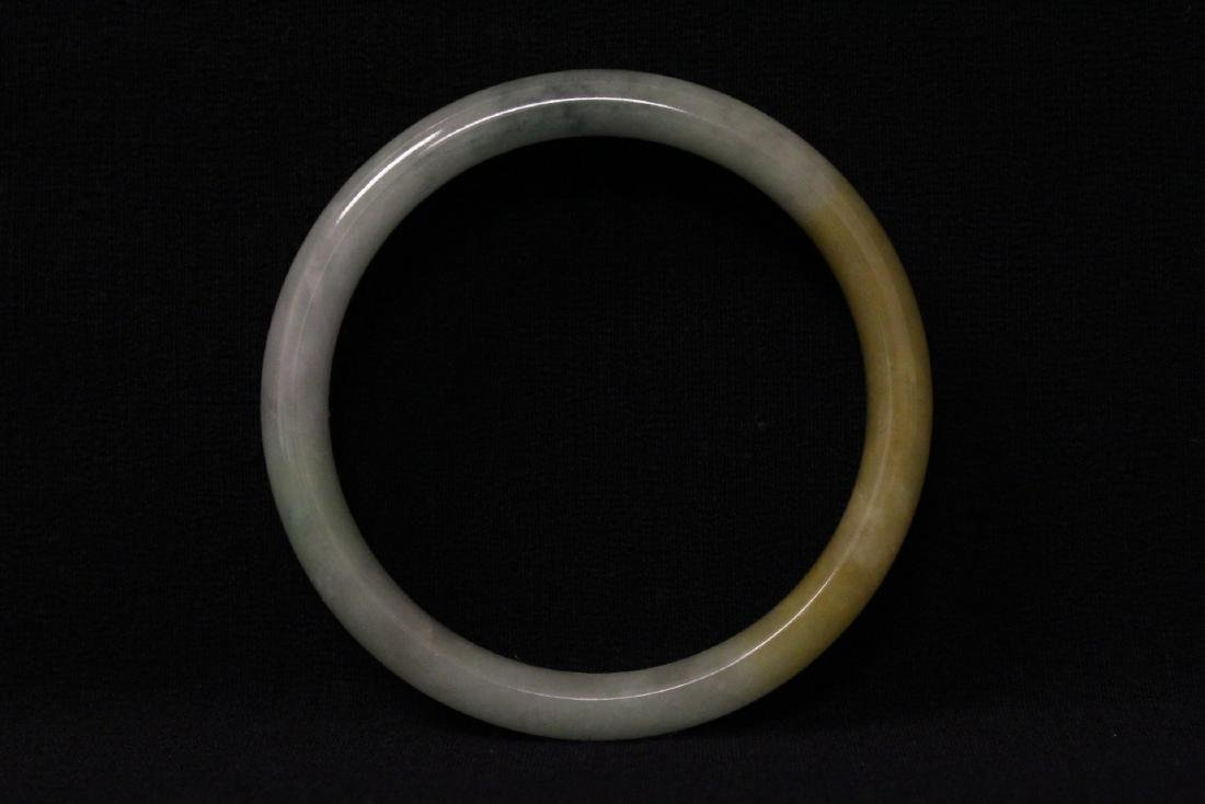 Translucent jadeite bangle bracelet