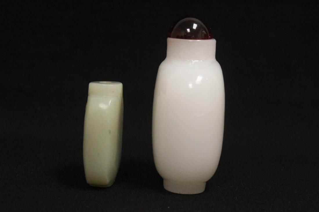 A jade snuff bottle & a Peking glass snuff bottle - 2