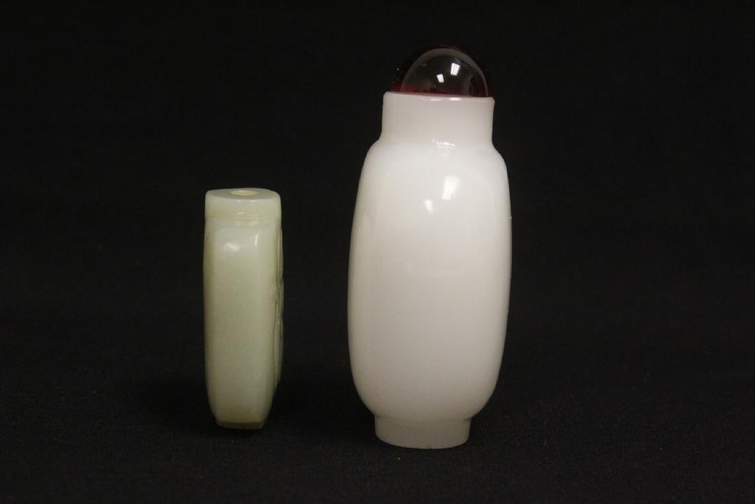 A jade snuff bottle & a Peking glass snuff bottle - 3