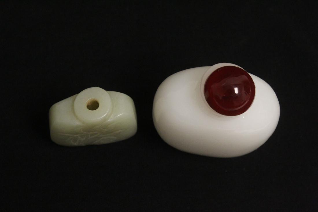 A jade snuff bottle & a Peking glass snuff bottle - 4