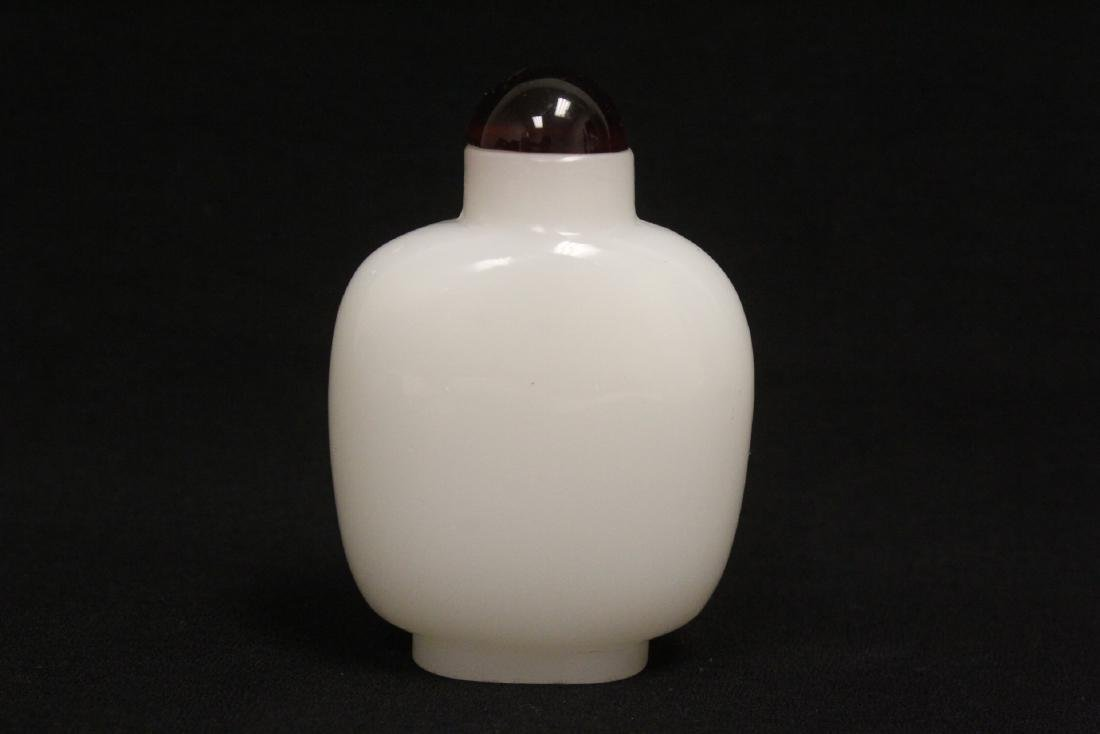 A jade snuff bottle & a Peking glass snuff bottle - 8