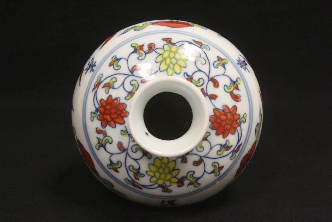 Wucai porcelain vase - 4