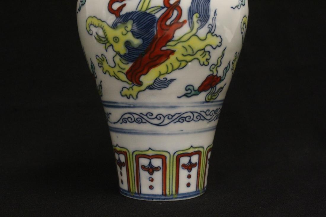 Wucai porcelain vase - 6