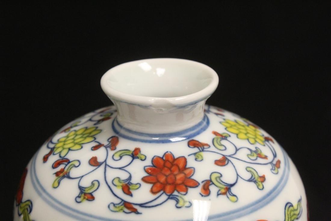 Wucai porcelain vase - 8