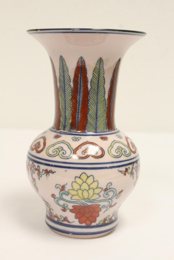 Wucai porcelain vase, and a wine server - 7