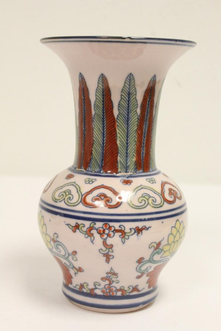 Wucai porcelain vase, and a wine server - 9