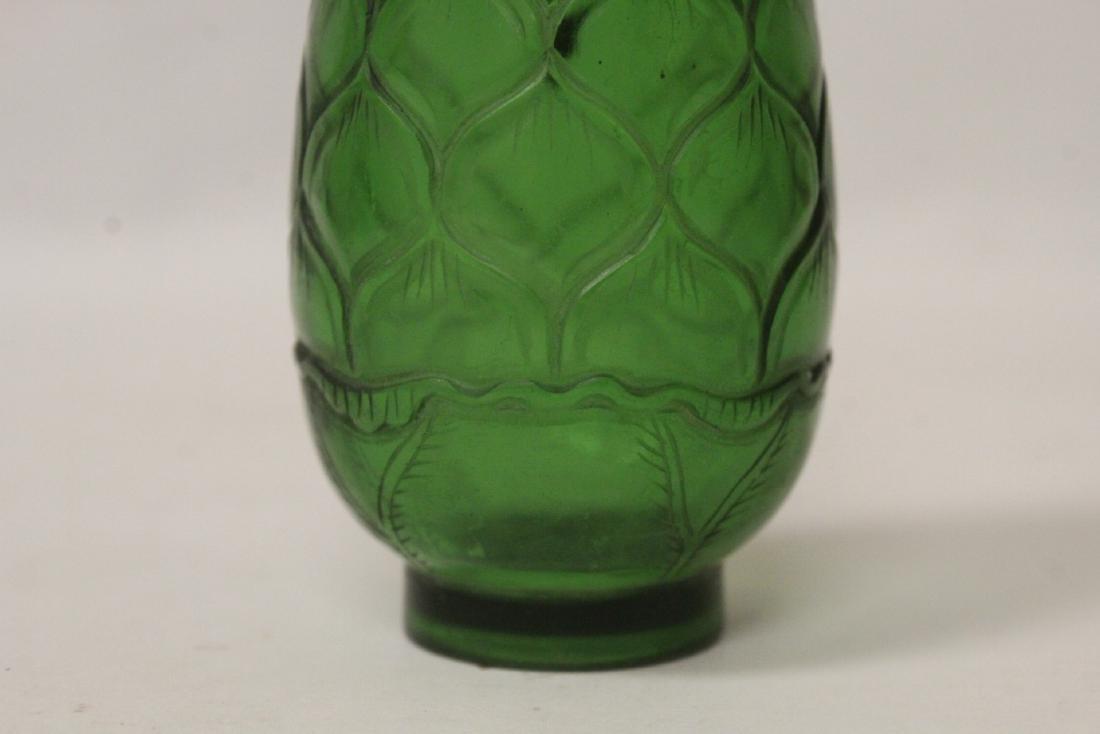 Green Peking glass snuff bottle - 10