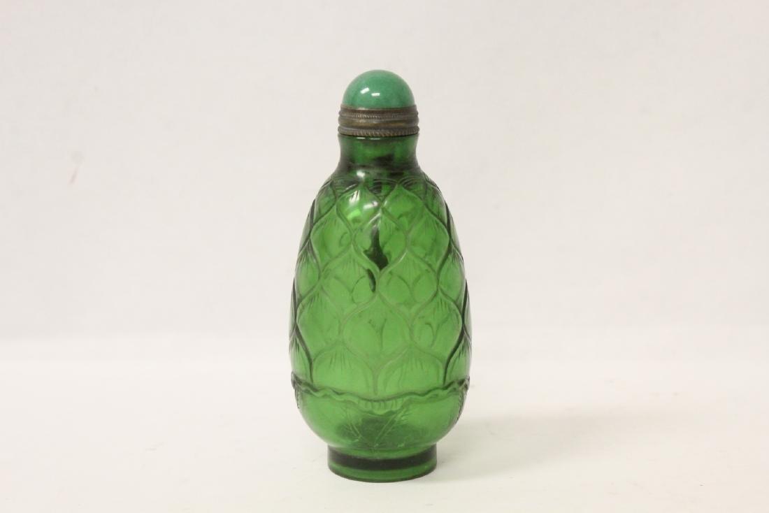 Green Peking glass snuff bottle