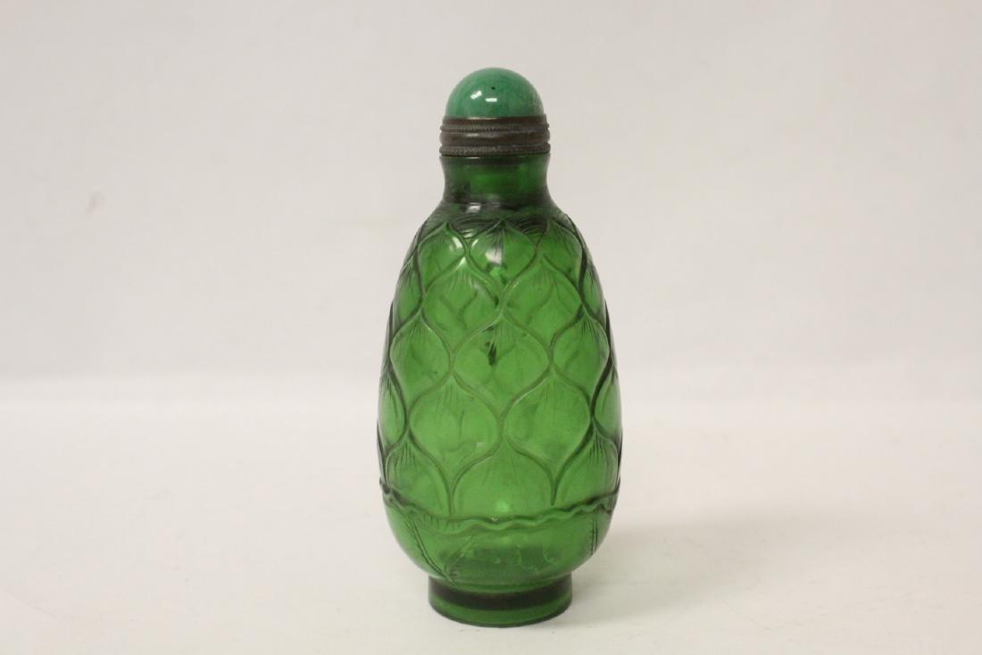 Green Peking glass snuff bottle - 2