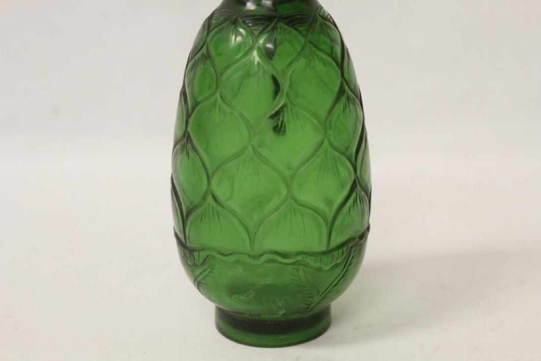 Green Peking glass snuff bottle - 4