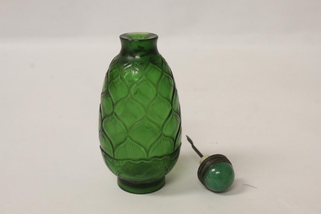 Green Peking glass snuff bottle - 7