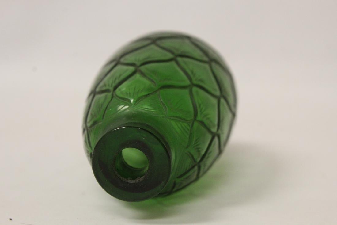 Green Peking glass snuff bottle - 9