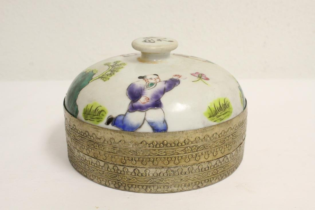 Chinese vintage box, and a Chinese porcelain figure - 2