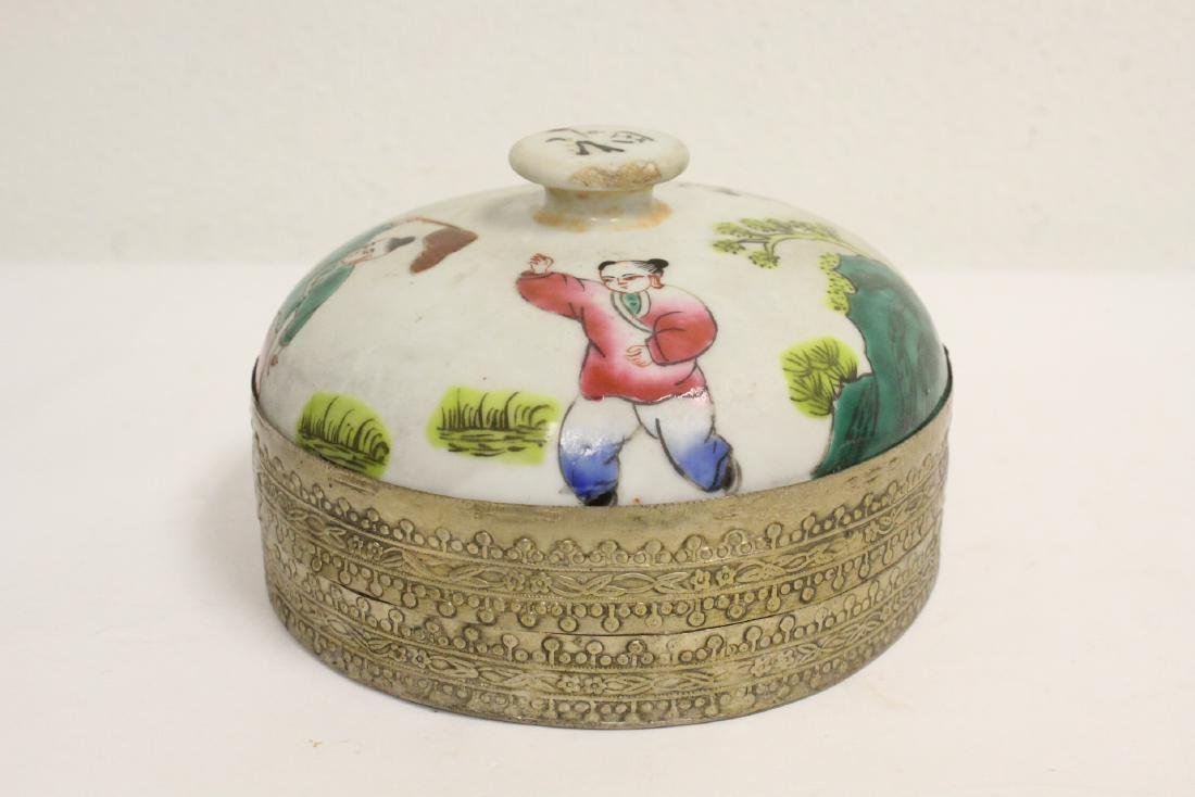 Chinese vintage box, and a Chinese porcelain figure - 3