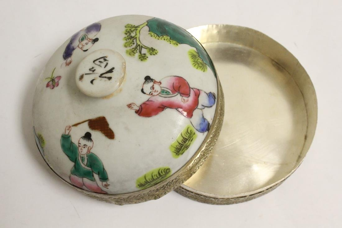 Chinese vintage box, and a Chinese porcelain figure - 6