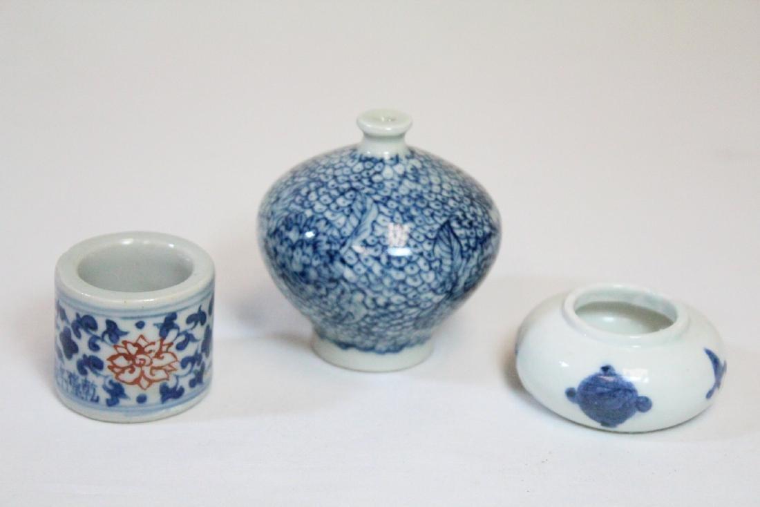 3 miniature porcelain pieces