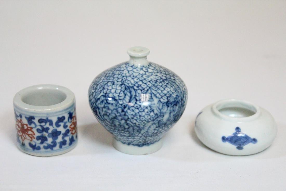 3 miniature porcelain pieces - 3