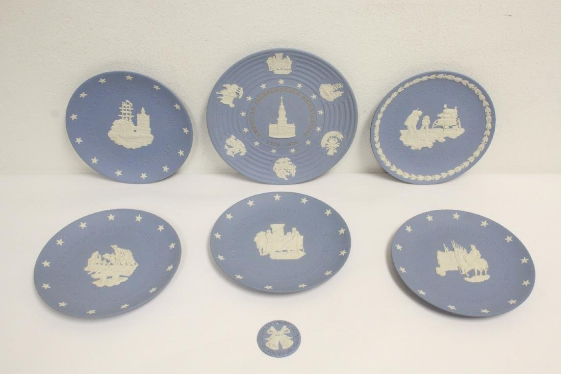 6 Wedgwood bisque plates and a plaque