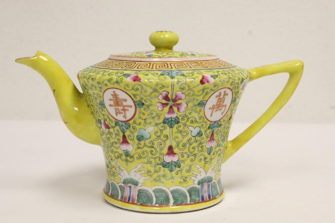 beautiful Chinese famille rose porcelain teapot
