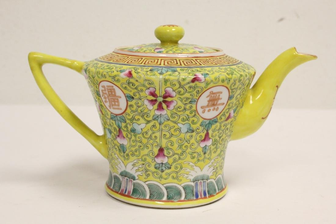 beautiful Chinese famille rose porcelain teapot - 3