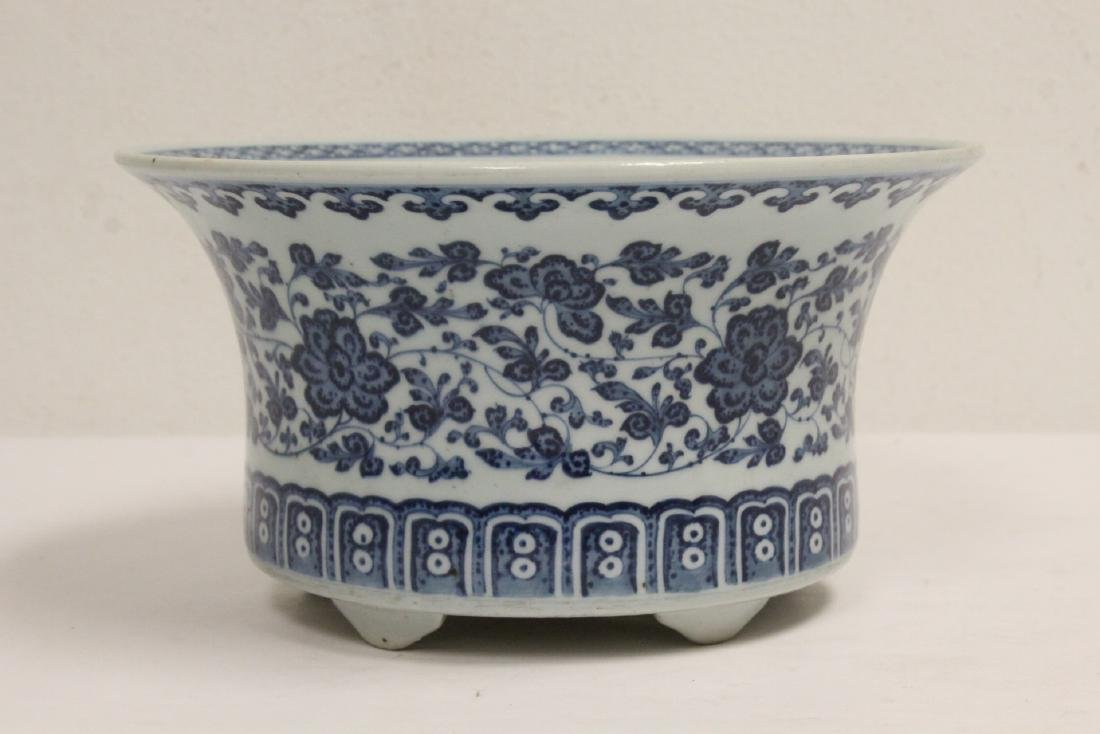 Chinese vintage blue and white planter