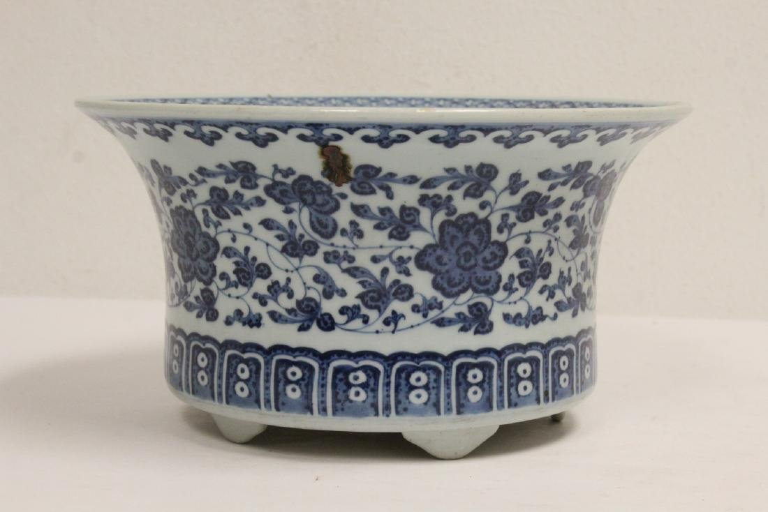 Chinese vintage blue and white planter - 2