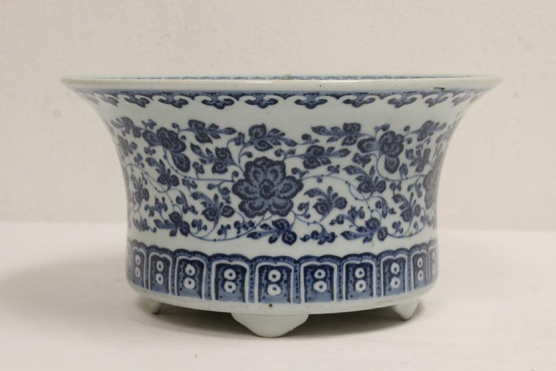 Chinese vintage blue and white planter - 3