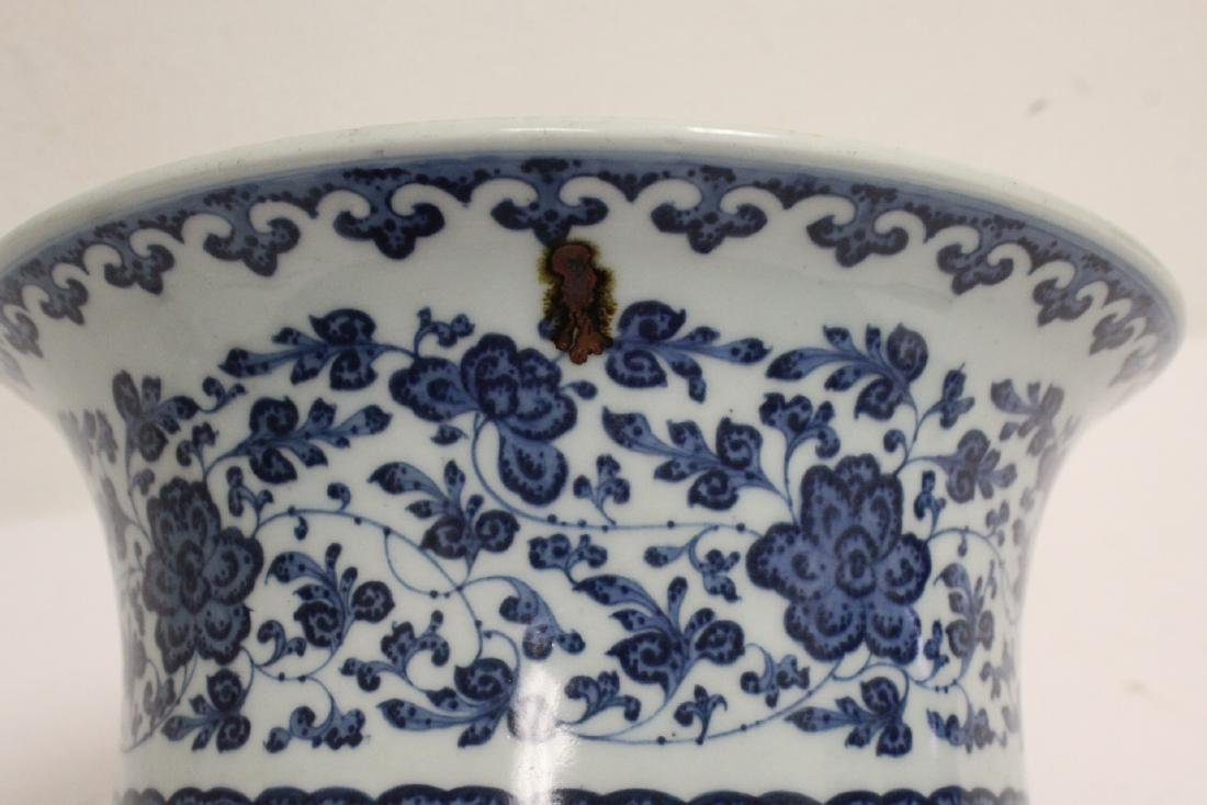 Chinese vintage blue and white planter - 6