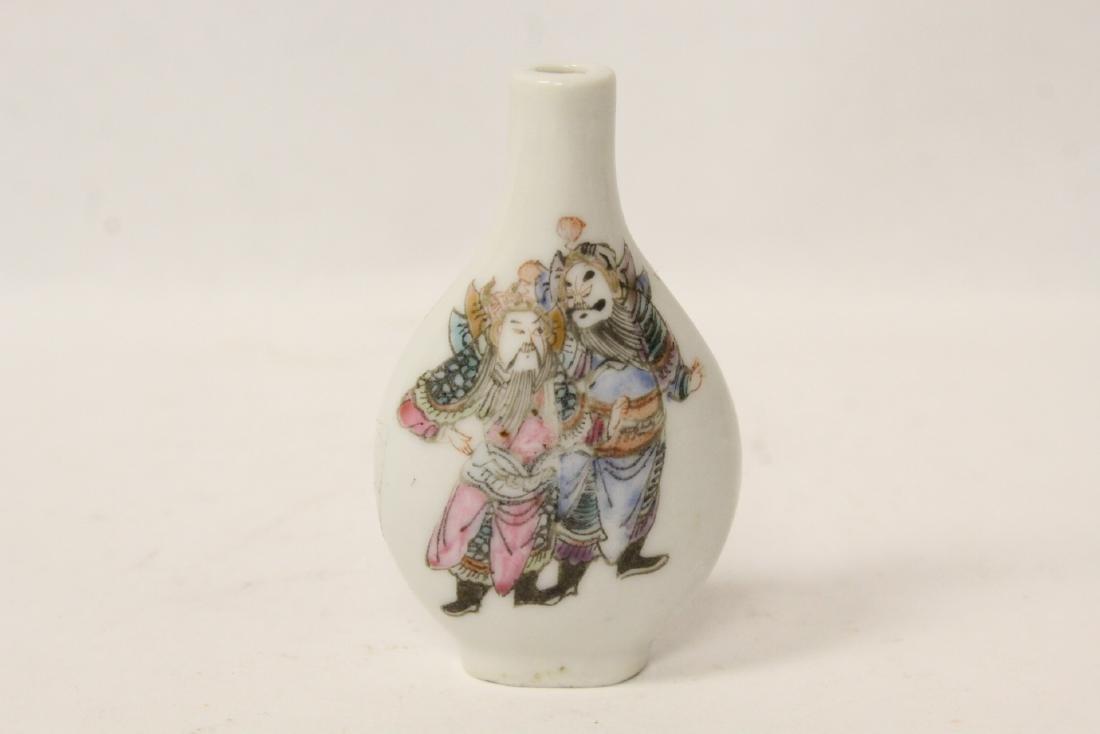 Chinese vintage porcelain snuff bottle