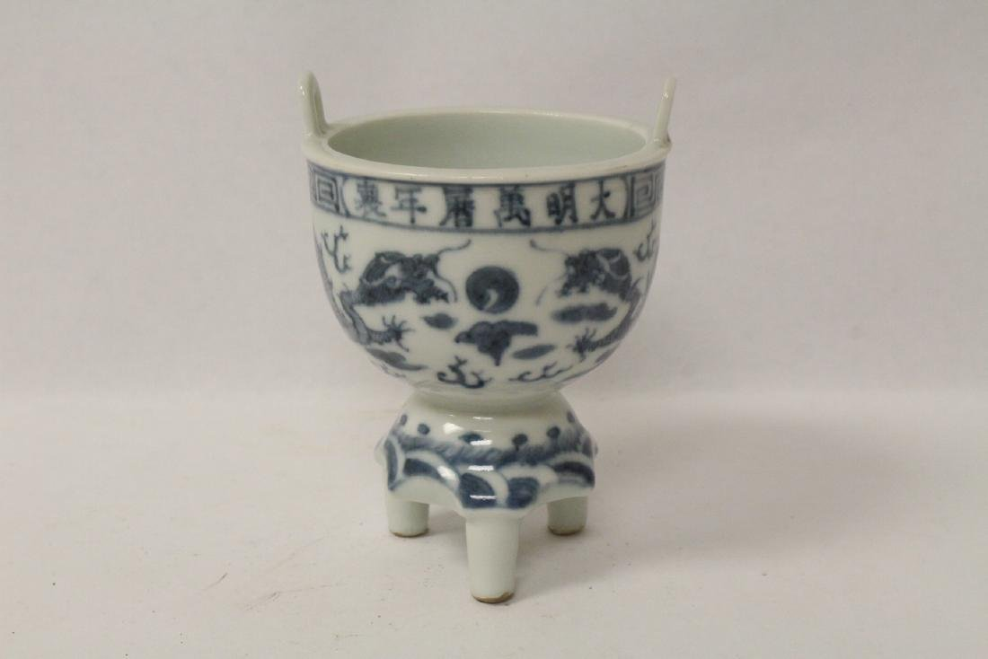 Chinese vintage blue and white tripod censer