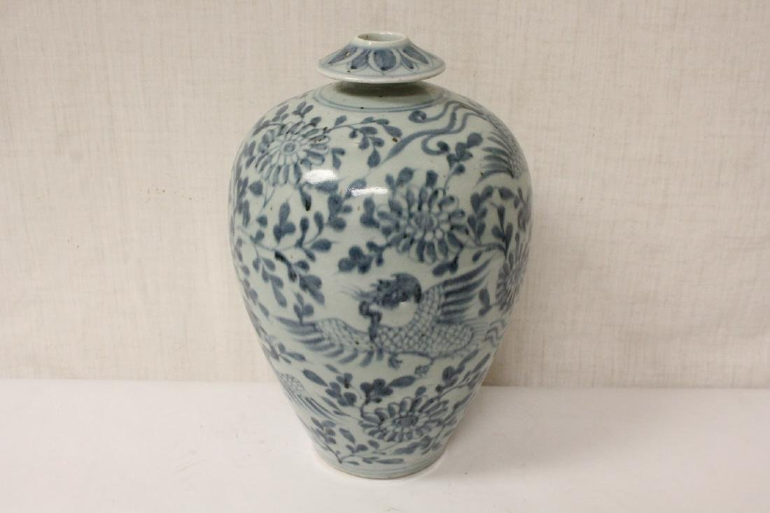 A fine Chinese blue and white porcelain vase