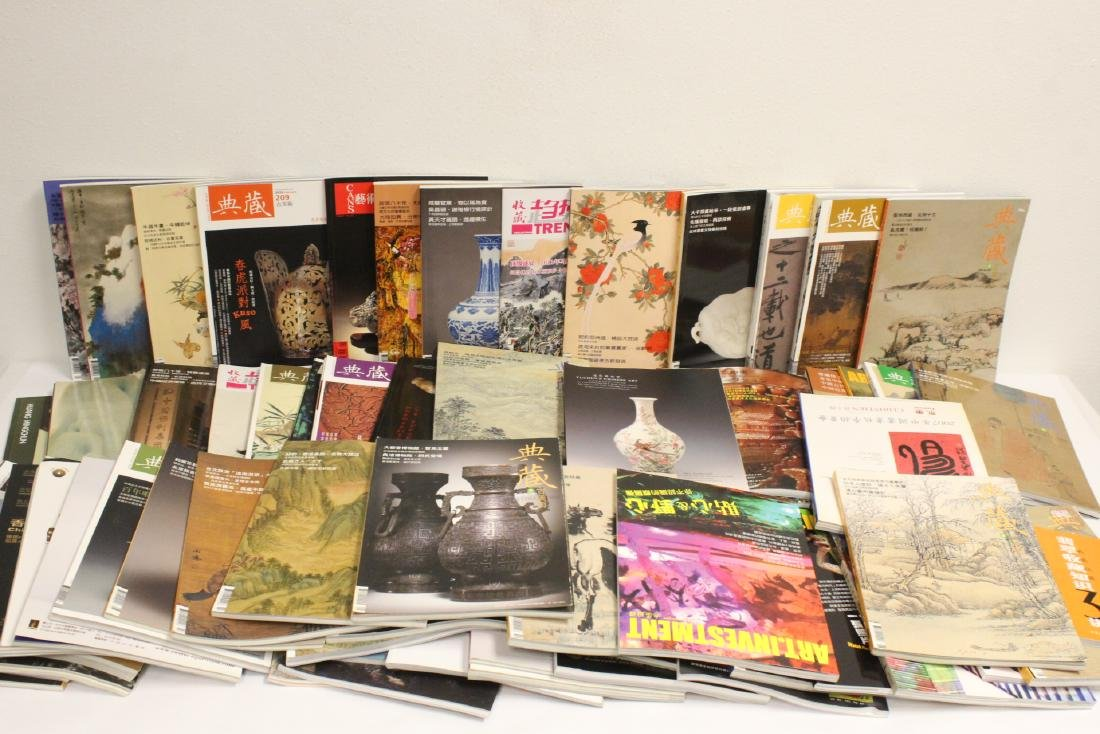 Large set of Chinese catalogs and art reference books