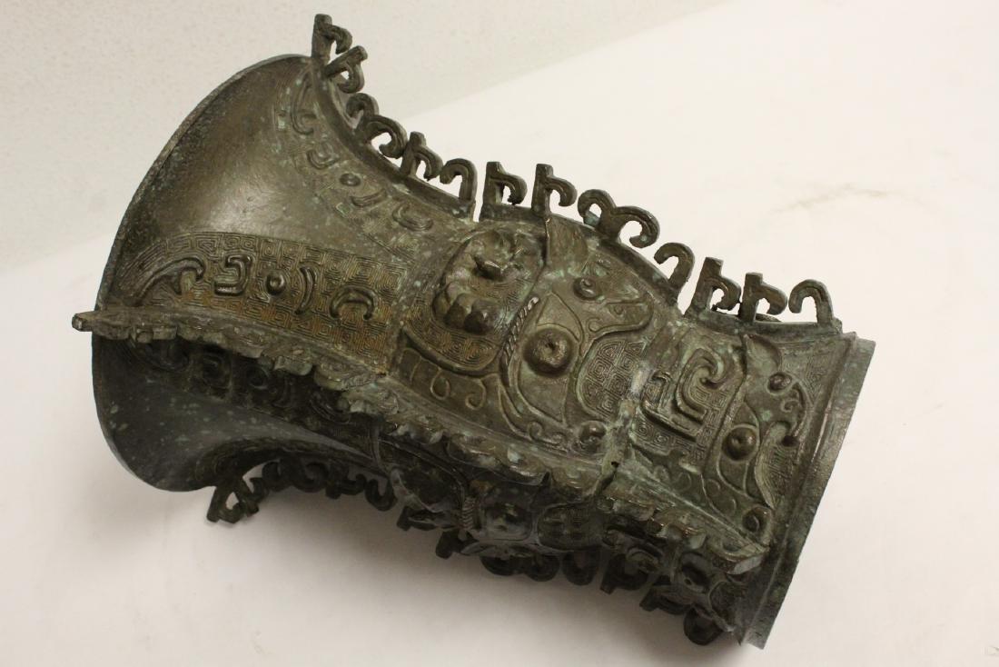 Chinese archaic style bronze vase - 9