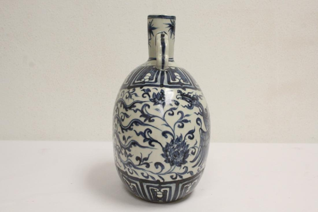 Chinese blue and white porcelain flask - 4