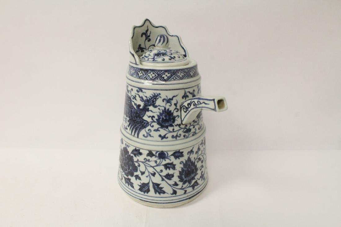 Chinese blue and white wine server - 3