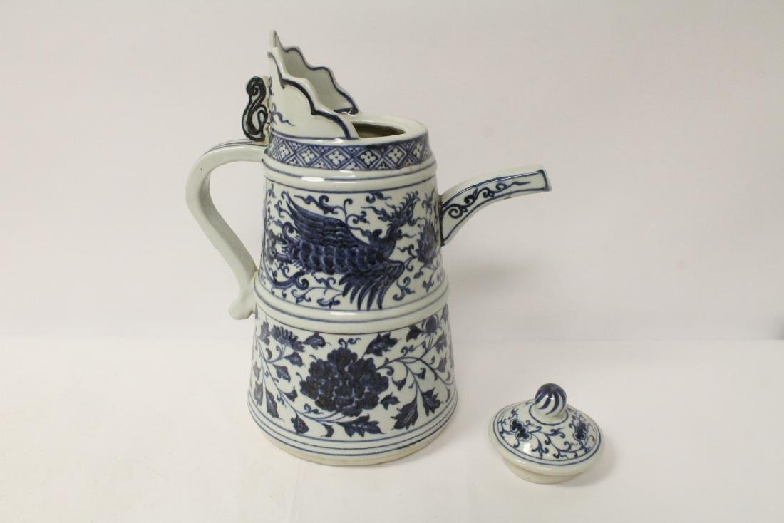 Chinese blue and white wine server - 7
