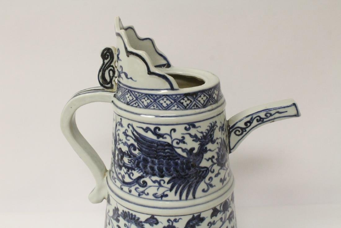 Chinese blue and white wine server - 8