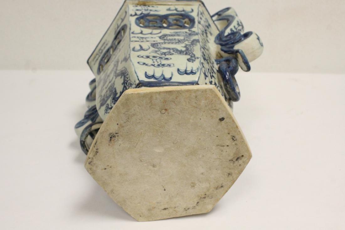 2 blue and white porcelain vases - 10