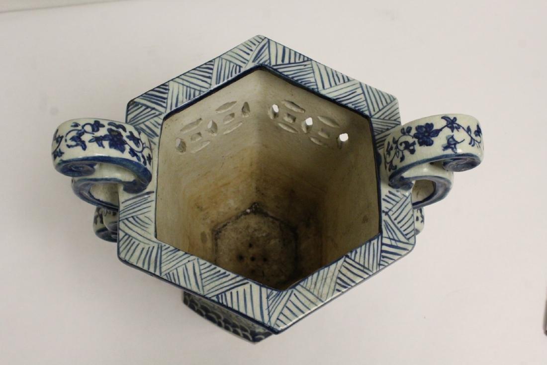 2 blue and white porcelain vases - 8