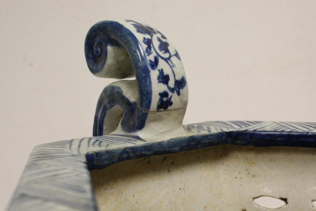 2 blue and white porcelain vases - 9