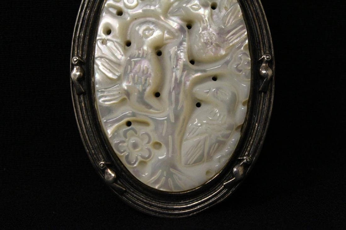 A silver brooch with mother of pearl plaque - 4