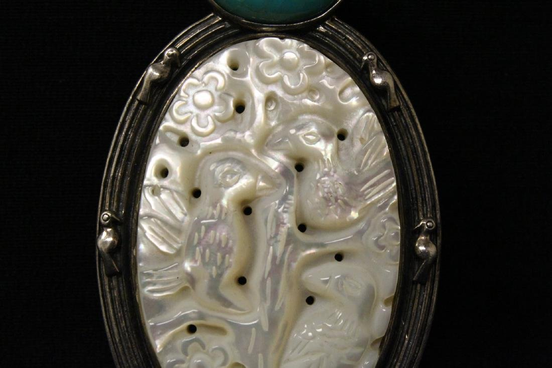 A silver brooch with mother of pearl plaque - 5