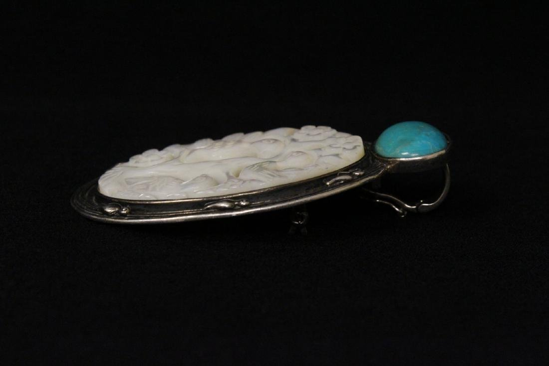 A silver brooch with mother of pearl plaque - 6