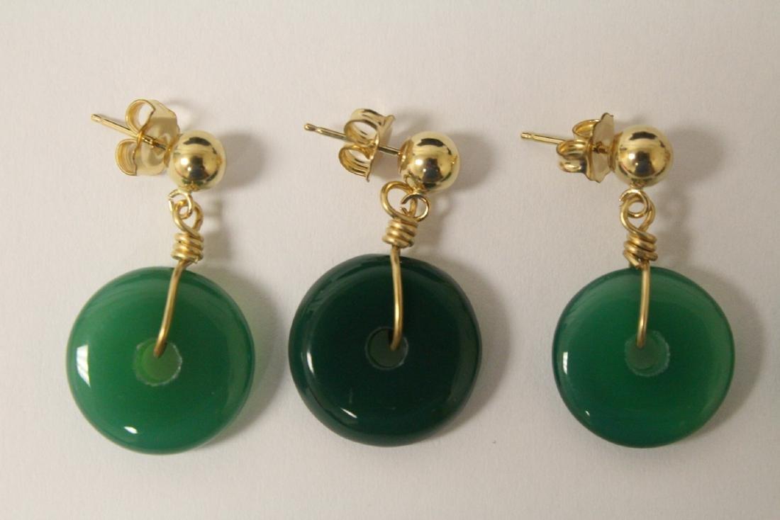 2 pair green agate disc motif earrings - 2
