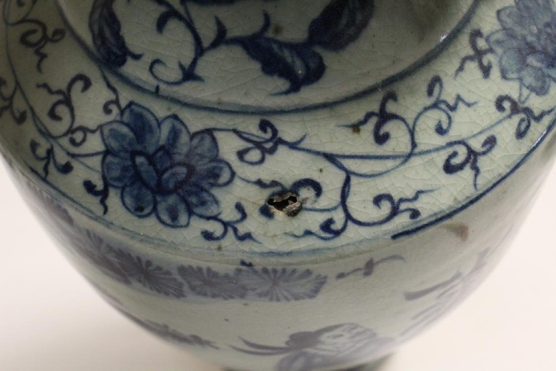 2 Chinse blue and white porcelain pieces - 10