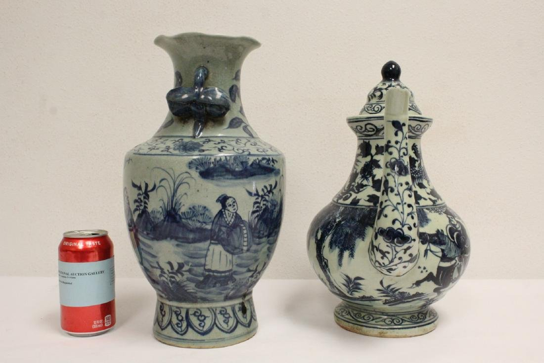 2 Chinse blue and white porcelain pieces - 2